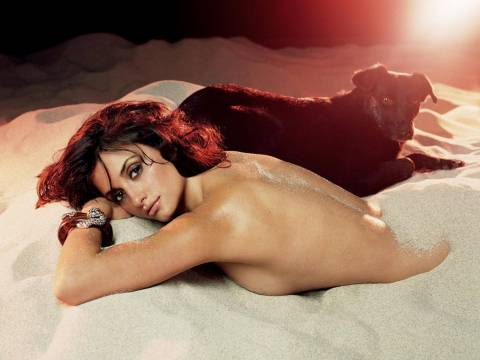 Αυτή είναι η πιο σέξι γυναίκα για το 2014! (vid+pics)