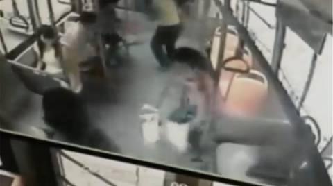 Κίνα: Εξερράγη κινητό στα χέρια της μέσα στο λεωφορείο! (vid)