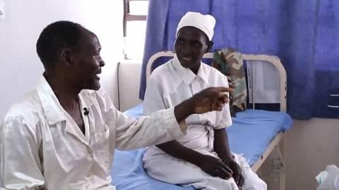 Συγκλονιστικό: Τυφλός βλέπει για πρώτη φορά τον εγγονό του (βίντεο)
