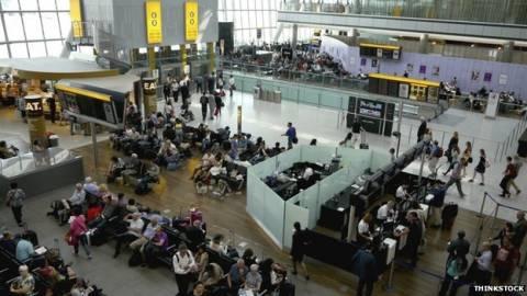 Έμπολα: Έλεγχοι στο αεροδρόμιο του Χίθροου