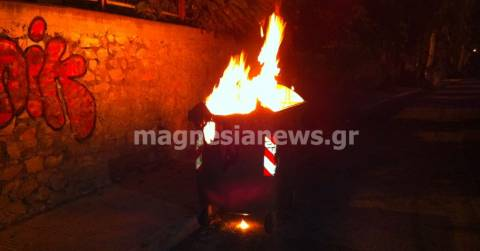Τρίκαλα: Βρήκαν τον πυρομανή που έβαζε φωτιά στους κάδους