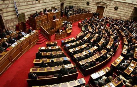 Μειώθηκαν πάνω από 60% οι βουλευτικές συντάξεις