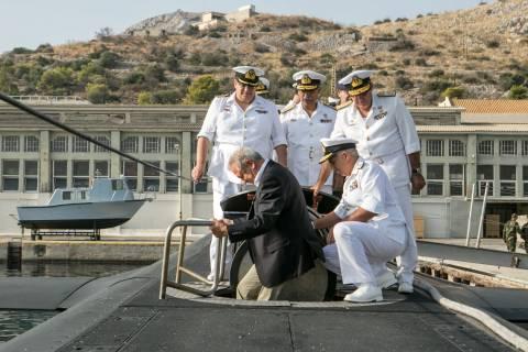 Φωτογραφίες από την επίσκεψη του Δ. Αβραμόπουλου στο Αρχηγείο Στόλου (vid)