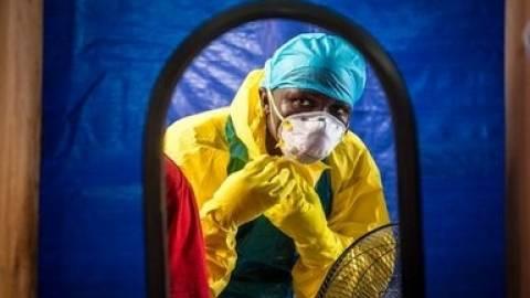Έμπολα: Επεκτείνονται οι έλεγχοι στα αεροδρόμια της Βρετανίας