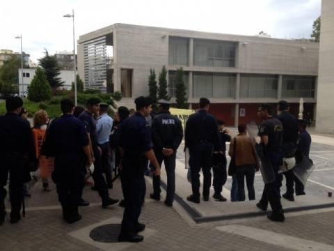 Θεσσαλονίκη: Διαμαρτυρία σε εκδήλωση του ΠΑΣΟΚ στο δημαρχείο (pics-vid)
