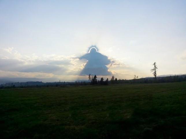 Άγγελος με φωτοστέφανο εμφανίστηκε στον... ουρανό (pic)