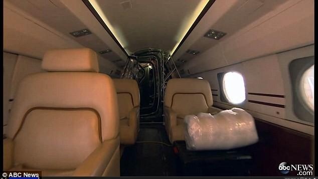 Έμπολα: Το ιδιωτικό τζετ με το οποίο δε θέλει να ταξιδέψει κανείς! (vids+pics)