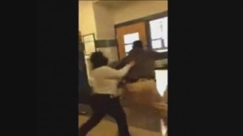 Μαθήτρια πιάστηκε στα χέρια με καθηγήτρια (βίντεο)