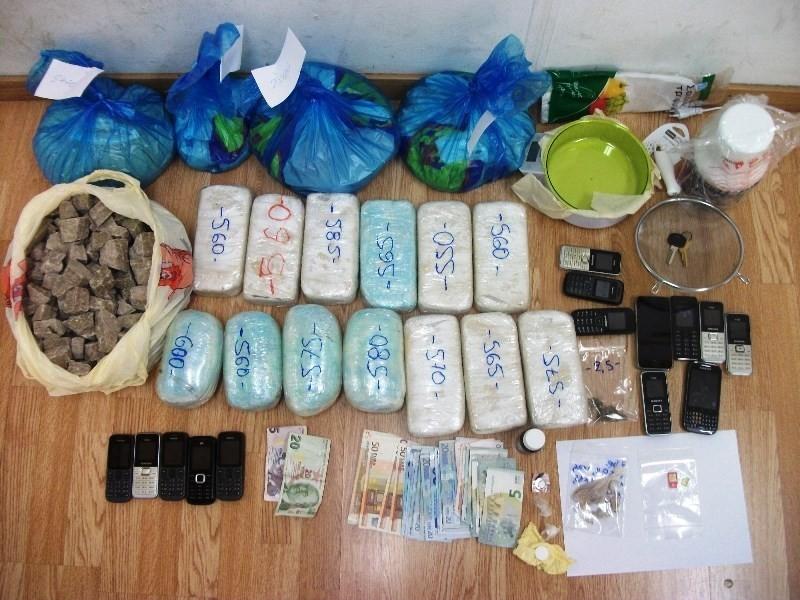 Σύλληψη μελών σπείρας που εισήγαγε μεγάλες ποσότητες ναρκωτικών (pics)