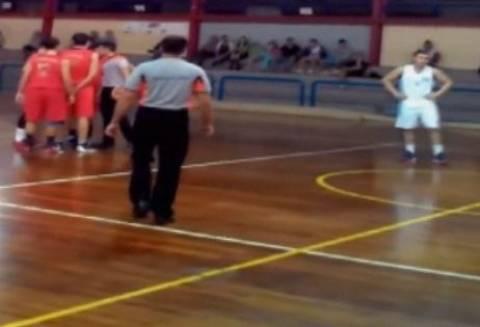 Δραπετσώνα: Η συγκινητική υποστήριξη παικτών στον προπονητή τους (Video)