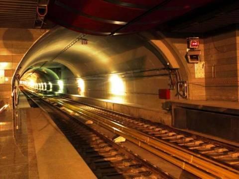 Βρέθηκε ξύλινο γλυπτό σε έργα στο Αττικό Μετρό (pics)
