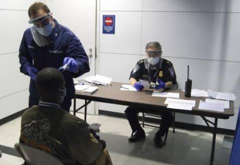 Έμπολα: «Παράλογοι» οι ταξιδιωτικοί περιορισμοί σύμφωνα με τον Ερυθρό Σταυρό