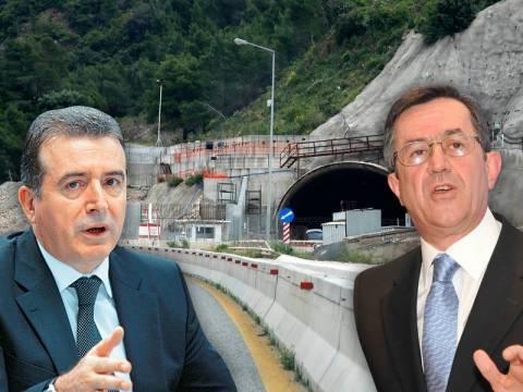 Δεν πείθει κανέναν ο υπουργός υποδομών…