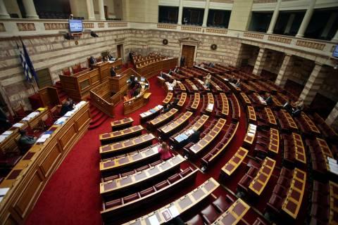 ΔΕΙΤΕ LIVE: Στην Ολομέλεια η τροπολογία για τα ληξιπρόθεσμα χρέη
