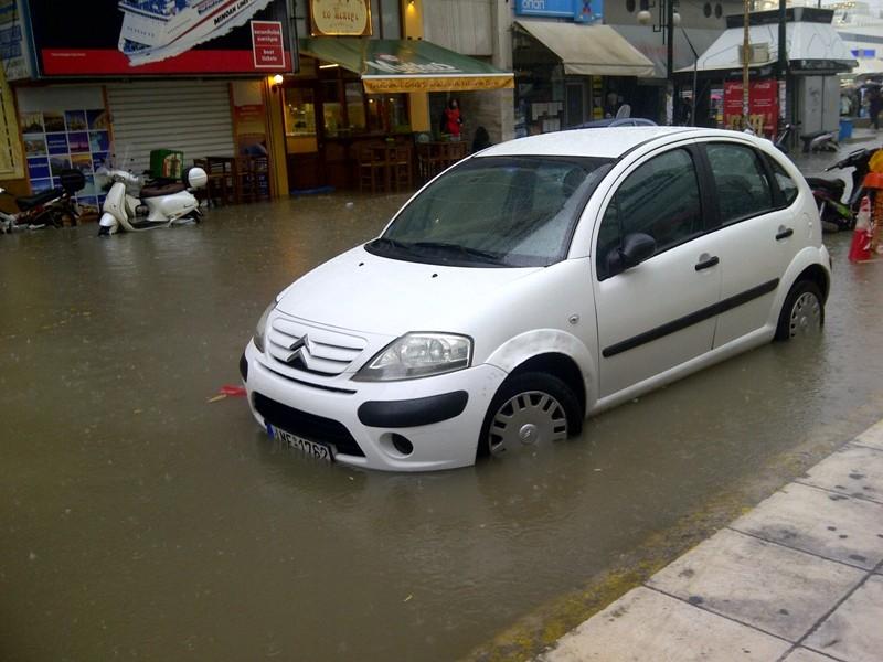 Πλημμύρισε και ο Πειραιάς (photos)