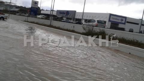 Ρόδος: Ποτάμια έγιναν οι δρόμοι από τη νεροποντή