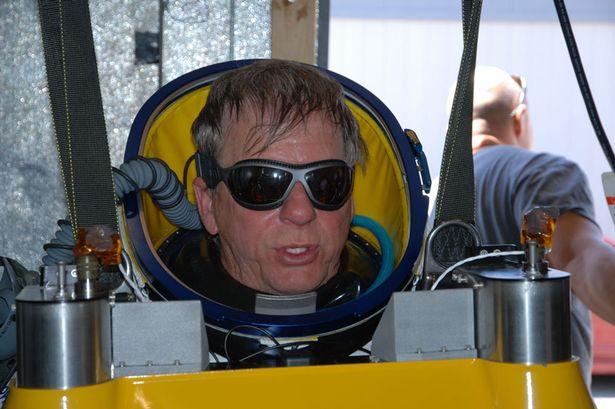 Alan-Eustace-Sets-New-Freefall-Jump-Record