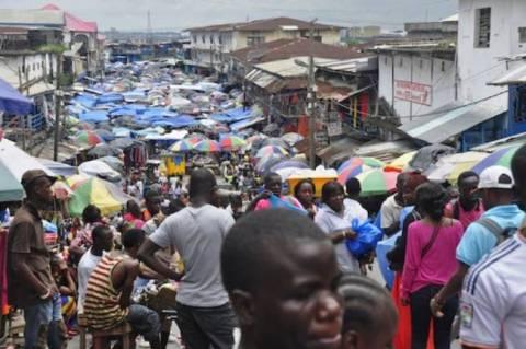 Ιός Έμπολα: Δεν κλείνει τα σύνορά του με τη Γουινέα το Μάλι