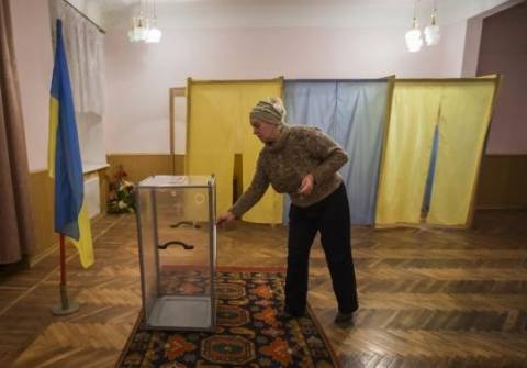 Άνοιξαν οι κάλπες στην Ουκρανία