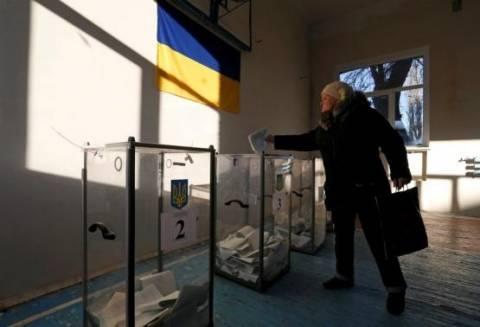 Μόσχα: Ευκαιρία για ειρήνη οι ουκρανικές βουλευτικές εκλογές- Πυρά στο Ντονέτσκ