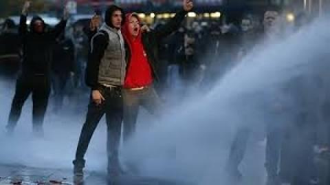 Γερμανία: 44 αστυνομικοί τραυματίσθηκαν σε συγκρούσεις με ακροδεξιούς χούλιγκαν