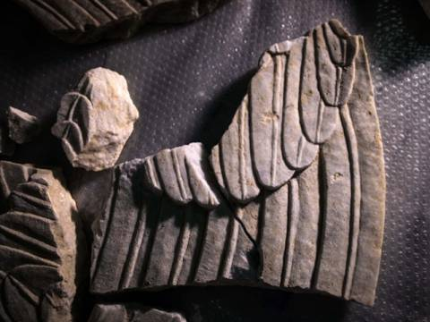 Αμφίπολη: Στη δημοσιότητα τα τμήματα από τα φτερά των Σφιγγών (pics&vid)