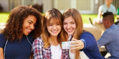 Ρωσία: Προσοχή με τις selfies, γιατί κολλάς… ψείρες