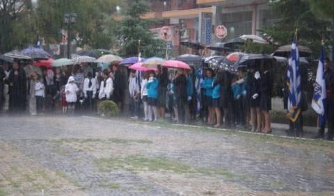 Ολυμπία: Η βροχή ματαίωσε την παρέλαση