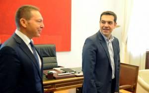 Οι διάλογοι Τσίπρα – Στουρνάρα μπροστά στις κάμερες