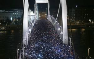 Ουγγαρία: Αποσύρεται το σχέδιο για επιβολή φόρου στο Διαδίκτυο