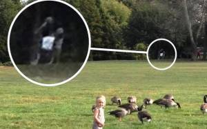 Φωτογράφισε δύο φαντάσματα πίσω από τη μικρή ανιψιά του
