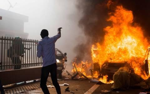 Μπουρκίνα Φάσο: Δεκάδες διαδηλωτές λεηλατούν υπουργεία και καταστήματα