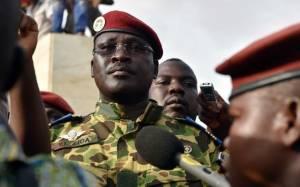 Μπουρκίνα Φάσο: Ο αντισυνταγματάρχης Ισαάκ Ζιντά ανέλαβε την εξουσία