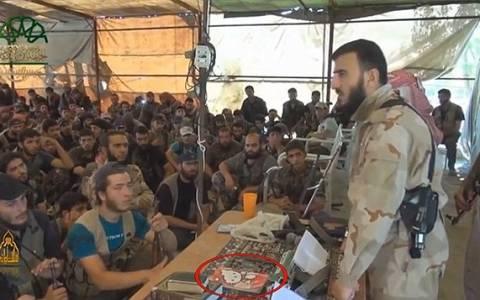 Φανατικοί ισλαμιστές βάζουν βρέφος να κλωτσήσει ανθρώπινο κεφάλι
