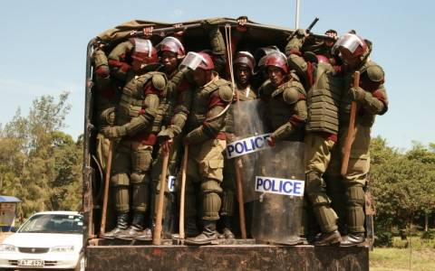 Κένυα: Οκτώ αστυνομικοί σκοτώθηκαν και 12 αγνοούνται από επίθεση ενόπλων