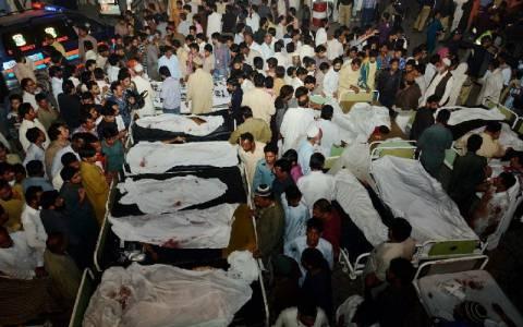 Οι Ταλιμπάν ανέλαβαν την ευθύνη για την επίθεση αυτοκτονίας με τους 55 νεκρούς