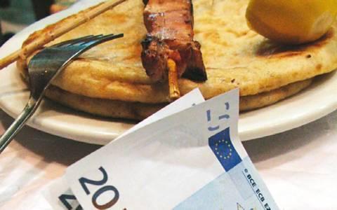 Η τρόικα πιέζει για κατάργηση του μειωμένου συντελεστή ΦΠΑ