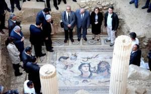 Τουρκάλα δήμαρχος πάτησε με τακούνια μωσαϊκό 2.000 ετών!