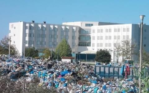 Πύργος: Μετέτρεψαν το Νοσοκομείο σε σκουπιδότοπο