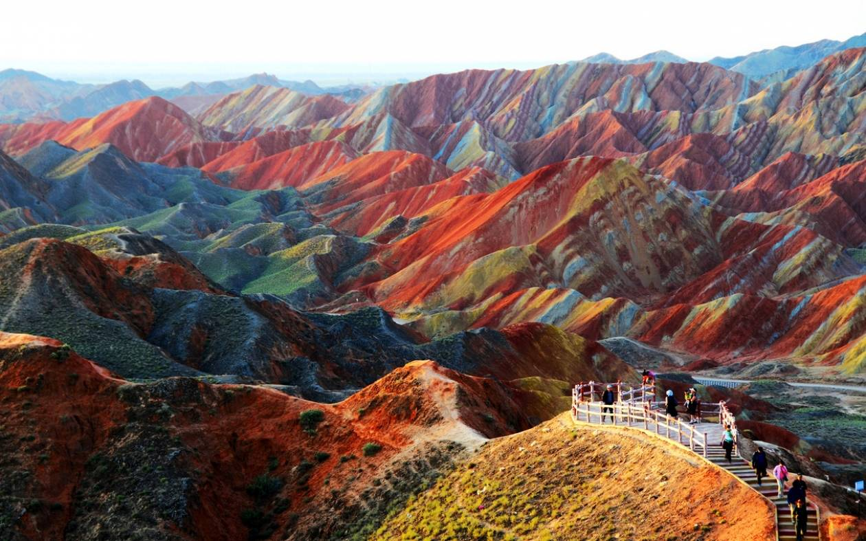 Κίνα: Οι πολύχρωμοι λόφοι που βγήκαν από τα παραμύθια