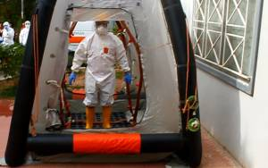 «Αθωράκιστα» νοσοκομεία και Κέντρα Υγείας απέναντι στον Έμπολα
