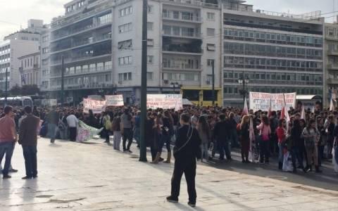 Ολοκληρώθηκε το συλλαλητήριο στο κέντρο της Αθήνας(Pics&Vid)