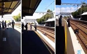 Τον πέταξε στις γραμμές λίγο πριν περάσει το τρένο!
