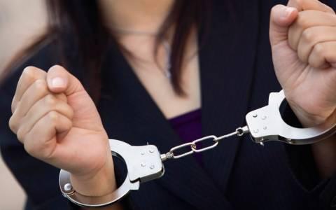 Σύλληψη 60χρονης για χρέη ύψους 17 εκατ. ευρώ στο Δημόσιο