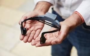 «Έξυπνα» ακουστικά που «μιλούν» δείχνουν το δρόμο σε τυφλούς