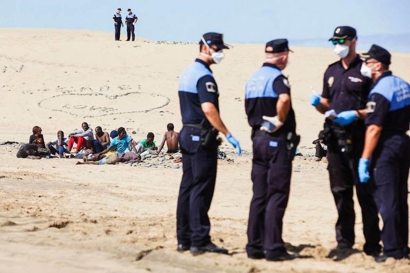 Κανάρια Νησιά: Τρόμος σε παραλία γυμνιστών λόγω… Έμπολα!