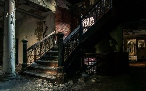 Ανατριχιαστικές φωτογραφίες από εγκαταλελειμμένα νοσοκομεία