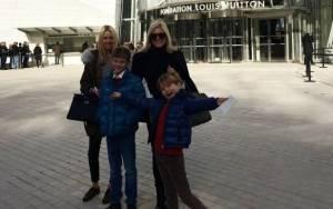 Μαρί Σαντάλ: Βόλτα και shopping με τα παιδιά της