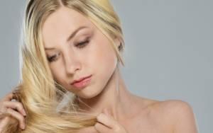 Ψαλίδα: 4 λύσεις που θα σώσουν τα μαλλιά σας