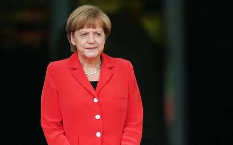 Μέρκελ: «Θαύμα» που έπεσε ειρηνικά το τείχος του Βερολίνου